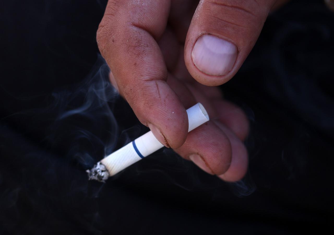 Cigarette 3305408 1280